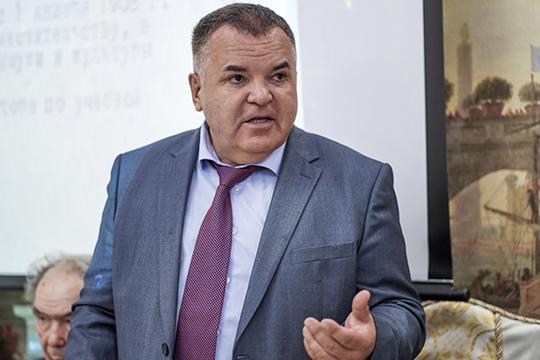 Глава «Штаба татар Москвы»Рустэм Ямалееврассказал осути претензий кего организации состороны ВКТ, скоторыми он, впрочем, несогласен