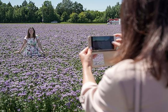«Появились мобильные телефоны скрутыми фотокамерами. Ифотографов появилось несметное количество, нохудожников уровня Ляли Кузнецовой или Анри Картье-Брессона нестало больше»