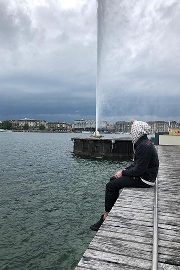ВЛозанне иЖеневе Панин посетил классические туристические места— церкви, старый город, знаменитый фонтан наЖеневском озере, бьющем ввысоту на147 метров