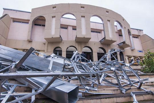 В «Колизее»разместится Татарский драматический театр созрительным залом на300 мест. Сейчас производится разборка части здания иусиление конструкции.