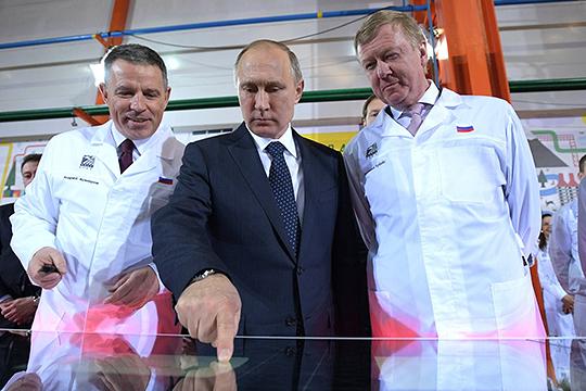 Анатолий Чубайс (справа)