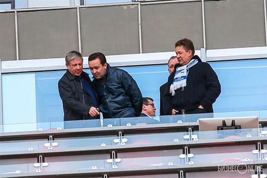 Алексей Миллер (крайний справа)