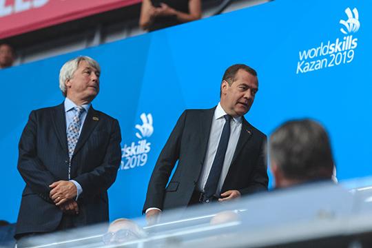 Стартовала церемония открытия чемпионата плавно и размеренно — конечно, с представления главных гостей в лице премьер-министра РФ Дмитрия Медведева и президента WorldSkills Саймона Бартли