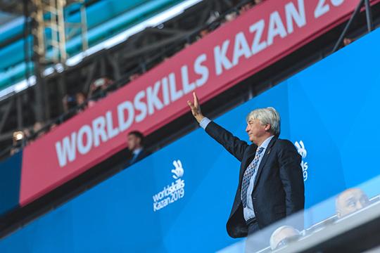 «Привет. Салам. Хеллоу энд велком», — приветствовал всех вышедший к трибуне с официальным выступлением президент WorldSkills