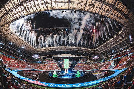 Медведев объявил 45-й чемпионат мира по рабочим профессиям официально открытым, подняли флаг, и на этом церемония открытия соревнований завершилась красочным, но довольно кратким салютом