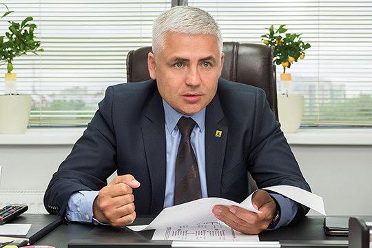 Директор ООО«ТрансЛомПереработка»Марат Галиевзаработал в четырех фирмах почти16млн руб. А в автопарке у негоавтомобиль «Москвич 2140» и снегоход Yamaha VK540E.