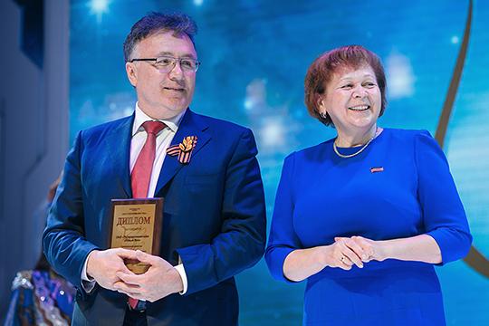Замыкает десятку самых богатых кандидатов глава ТНВИльшат Аминовс10,9 млн. Доход кандидата-одномандатникавице-спикераРиммы Ратниковой составил5,5млн руб.