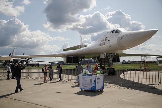 Министру напомнили, что широко обсуждалось создание сверхзвукового бизнес-джета на базе Ту-160. И Мантуров, к его чести, наконец-то закрыл данную трэшевую тему: «На базе этой платформы проект невозможен