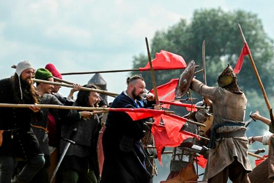 Законопроект об установлении 11 ноября памятной даты в честь дня окончания Великого стояния на реке Угре снят с повестки заседания комитета Госдумы по обороне, которое состоится завтра