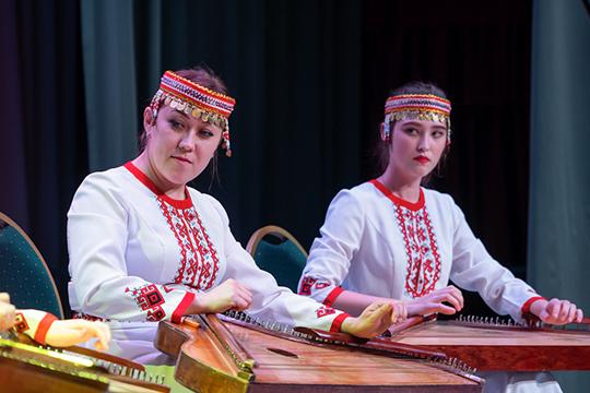 Гусли звучат ничуть не хуже столь модных в Москве и Санкт-Петербурге барочных инструментов, так что при грамотном пиаре они могли бы стать популярными