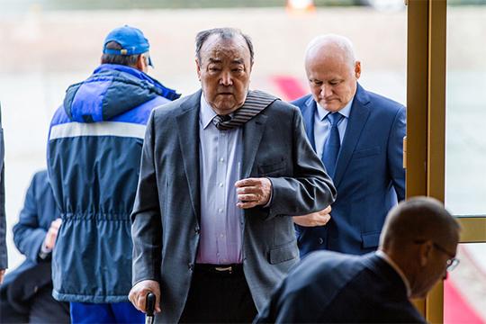 Открывая церемонию инаугурации Хабирова, озвучили весь список приглашенных почетных гостей. В их числе были Муртаза Рахимов (на фото) и Рустем Хамитов