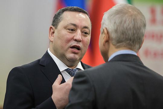 Тот факт, что теперь Салимгараев получает портфель члена Кабмина означает, что войну с негативом Марат Муратов (на фото) и его верный подданный, по мнению руководства республики, выиграли