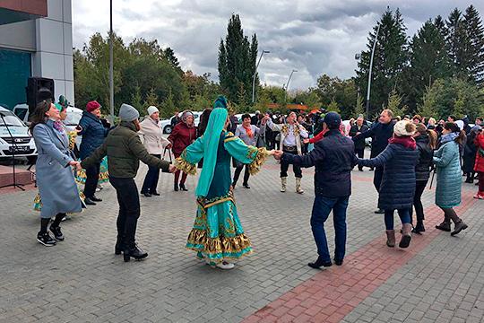 Под народные танцы и и татарские песни сегодня встречали нового руководителя республиканского агентства по печати и массовым коммуникациям «Татмедиа»