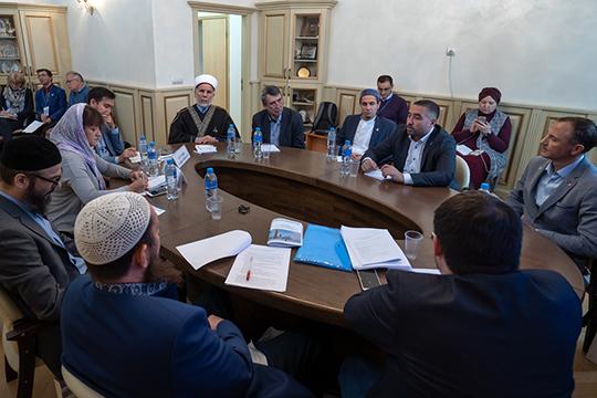 В рамках ежегодного международного форума «Ислам в мультикультурном мире» прошел круглый стол, посвященный Болгарской исламской академии