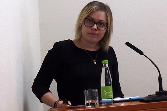 Алевтина Кузьминазаявила, что имнужны операторы автоматических линий, нонабиратьприходитсяслесарей илиэлектриков— стем, чтобы переучиватьих