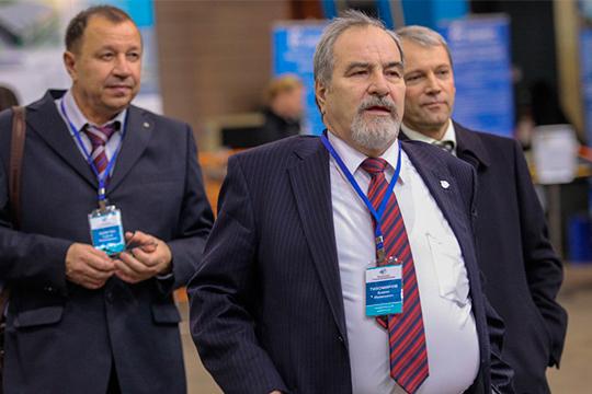 «Казанский Гипронииавиапром», большая часть акций которого, понеофициальным данным, принадлежала генеральному директоруБорису Тихомирову (слева), продан.Сделка состоялась вавгусте