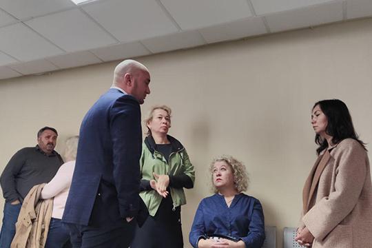 В коридорах судах адвокат Руслан Нагиев сообщит, что Раимджанов пока не выполнил обещание по выплате материального вреда потерпевшим