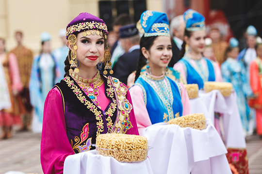 «Насегодняшний день вЛитве проживает около 3 тысяч татар.Литовские татары— это уникальная этническая группа татар, которая впервые поселилась вВеликом княжестве Литовском еще 600, апонекоторым данным 700 лет назад»