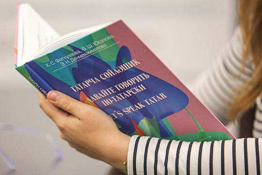 Никонов вспомнил опроблеме учебников, которым, как заявлял Баринов вначале года, фонд сохранения иизучения родных языков должен отдать приоритет