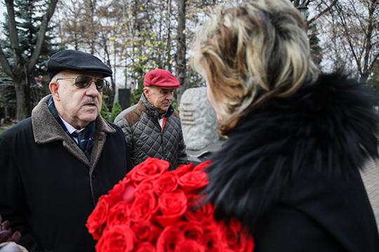 Георгий Петров (слева):«Унего были необыкновенные душевные качества. Яневстречал другого человека, который был способен сделать такой глубочайший анализ любого события»