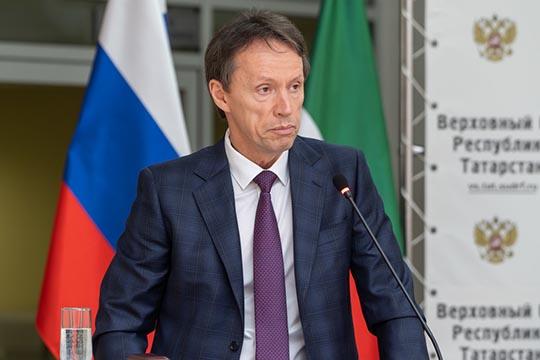 Роман Гафаров курирует административные дела Татарстана.Поодной изверсий, воктябре унего заканчивался 6-летний срок пребывания надолжности зампреда ВСРТ
