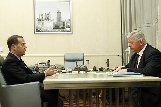 Конфликт Медведева иШмакова— срезко возникшими уголовными делами попрофсоюзным организациям отПскова доСеверного Кавказа— ожидаемо обещают смену власти вФНПР
