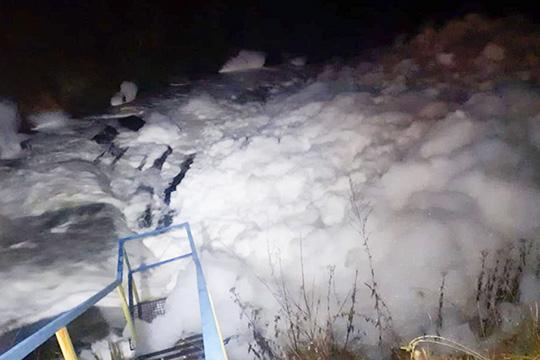 Поводом стало загрязнение реки Тунгуча возле села Иштеряково под Нижнекамском. Всередине октября сельчане забили тревогу, обнаружив, что река покрылась густой белой пеной