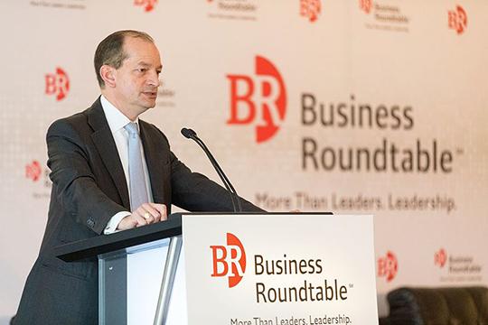 В США есть небольшая некоммерческая ассоциация — Business Roundtable (BRT). Интересна она тем, что в нее входят только и исключительно исполнительные директора (CEO) крупнейших американских корпораций, общим числом более сотни