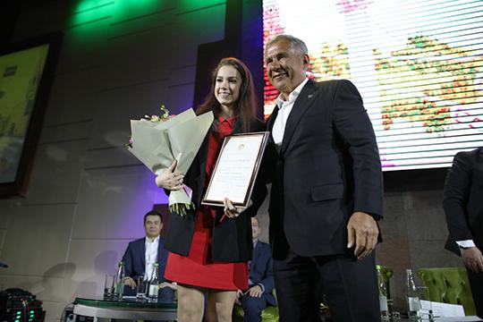Алина Загитова получила от Минниханова благодарность «за достижение высоких спортивных результатов» и уехала на тренировку