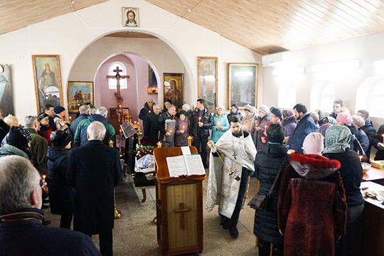 Маленькая часовня Боровецкой церкви несмогла вместить всех, кто решил отдать последние почести Пал Палычу, как называли его всезнакомые. Онскончался оттяжелой болезни, недожив всего пару месяцев досвоего 77-летия