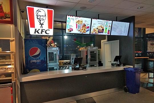 «Ак Барс» вместе с холдингом «АмРест», который по франшизе развивает сети KFC и Pizza Hat в России, открылдве точки общепита на «Татнефть Арене»