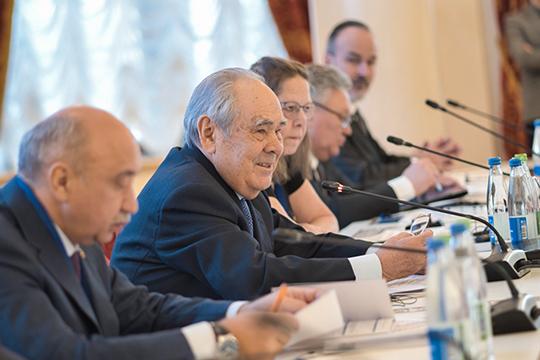 Одним из самых почетных гостей международного форума «Астрономия и мировое наследство», который сегодня открылся в казанской мэрии стал экс-президент Татарстана Минтимер Шаймиев