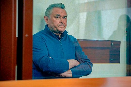 Ильдуса Касымова задержали в апреле — оперативники центрального аппарата УБЭП заподозрили бывшего чиновника в получении взятки в 2,7 млн рублей, когда он еще руководил Бугульмой