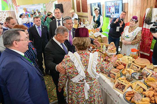 Гости из регионов, хоть и не разворачивали полевые кухни, зато привезли свои фирменные блюда