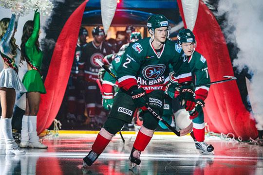 В нынешнем сезоне Журавлёв дебютировал в КХЛ и с ходу стал основным игроком «Ак Барса»
