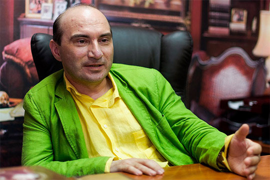 Нынешний директор театра «Мастеровые» Армандо Диамантэ в недавнем разговоре с нашим изданием обмолвился, что не исключает возможность одновременно возглавить оба театра города