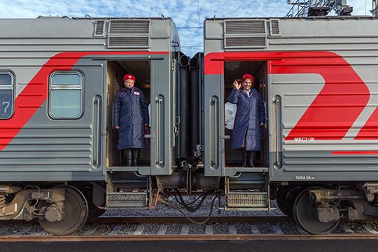 Из-за низких зарплат «взбунтовались» казанские проводники. Они обвинили Федеральную пассажирскую компанию— дочку РЖД— втом, что она неправильно учитывает рабочие часы