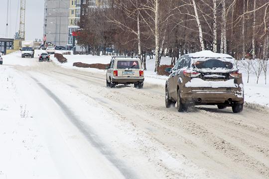 В нынешнем сезоне, несмотря на дефицит снега, ситуация не улучшилась, только сугробы в жалобах горожан уступили место гололеду и снежной каше