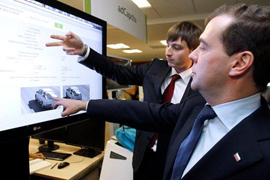 На волне «турбулентного десятилетия»: Медведев призвал россиян больше работать