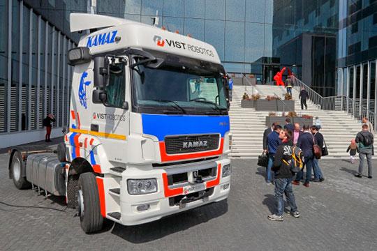 Медведев разрешил: беспилотники КАМАЗа и«Яндекса» выходят набольшую дорогу