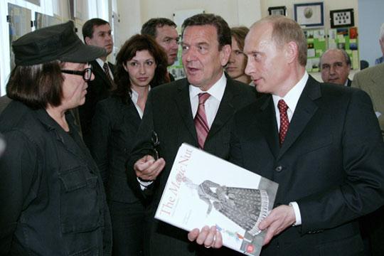 «Когда мы встречались в Кенигсберге с Путиным и Герхардом Шрёдером? В 2005 году! А они все так и не могут собрать деньги на памятник. И каждый раз: ждите, ждите»
