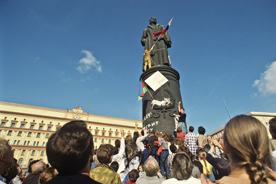 Я вообще был против того, чтобы обрушили памятник Феликсу Дзержинскому на Лубянской площади (снесен 22 августа 1991 года толпой сторонников Бориса Ельцина — прим. ред.)
