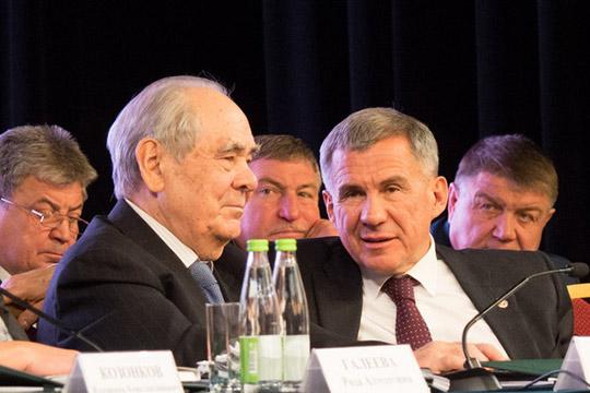 «Как деньги сразу возбуждают, да?»: главы загадали Минниханову свои желания