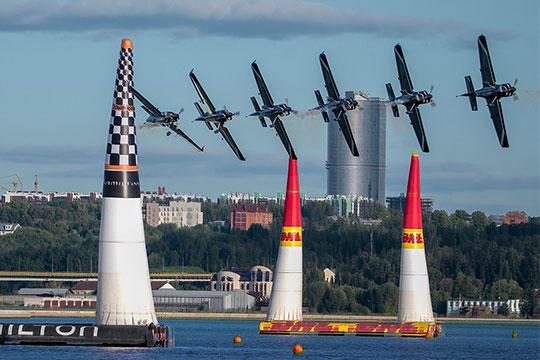 ВруководствеRed Bull Air RaceтакдовольныКазанью, что готовы «скрестить пальцы», чтобы остаться здесь ипосле 2019 года