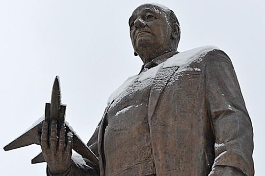 «Онприезжал наказанский завод строить самолет, несущий атомную бомбу»