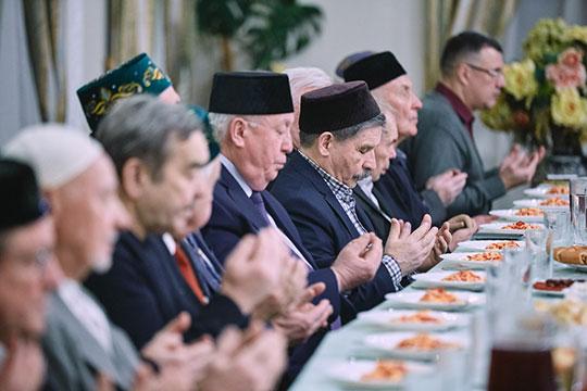 Сама встреча началась с проповеди главного казыя (шариатского судьи) Татарстана Джалиля Фазлыева