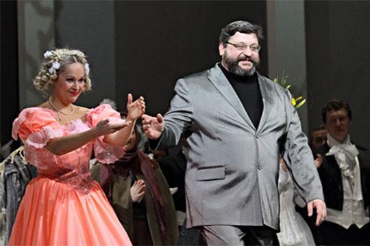 Вернуть распевную русскую оперу поручили режиссеру Михаилу Панджавидзе, работающему на две сцены — в Беларуси и Татарстане