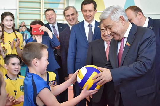 Фарид Мухаметшин: «Главе поселения по 50 тысяч рублей в конверте будем приносить!»