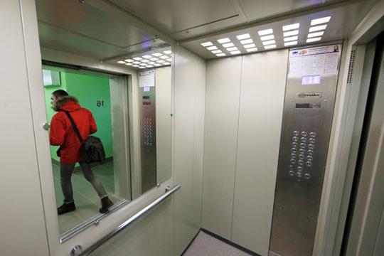 Татарстанское УФАС России Айрата Шафигуллина заинтересовалось порнографической рекламой в лифтах многоквартирных домов казанского поселка Юдино