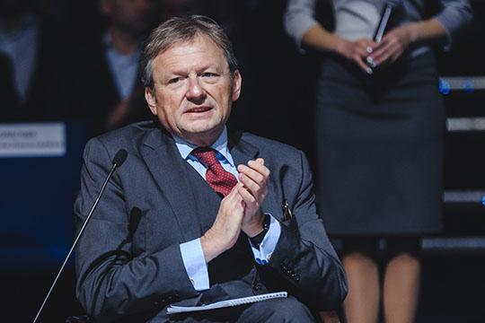 Борис Титов сказал, что вдом кчеловеку никакой проверяющий зайти неможет, но Онищенко опустил коллегу на грешную землю